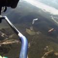 Davide Finzi Carraro vola in deltaplano insieme ai grifoni